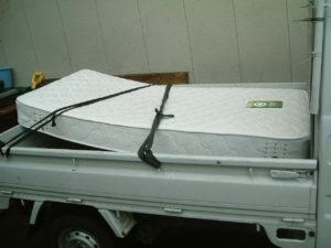 紫波郡矢巾町にてシングルベッドの回収処分の写真